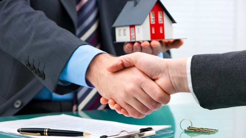 5 Tips to Keep You Out of Legal Trouble When Selling a Home to a Family Member